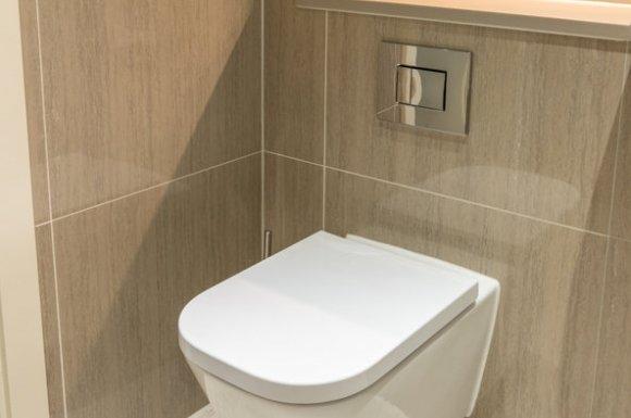 Pose et installation de WC suspendu par un plombier à Dijon