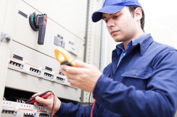 Installation ou remplacement de prises électrique par électricien à Dijon