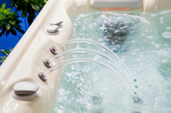 Pose et installation de baignoire balnéo dans salle de bain par plombier à Dijon